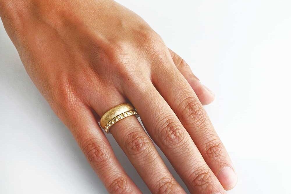 Trauringe und Eheringe nachhaltig und fairtrade aus der Schweiz kaufen